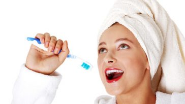 10-mistakes-people-normally-make-while-brushing-their-teeth